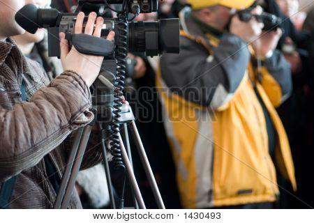 Homens com câmeras