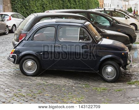 Black Fiat 500 Car