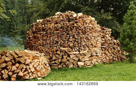 Wood stacking ideas. Round pile stacked firewood