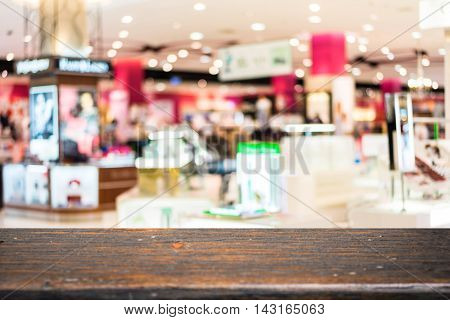 Empty wood table and Blurred background department store blur background with bokeh for product display