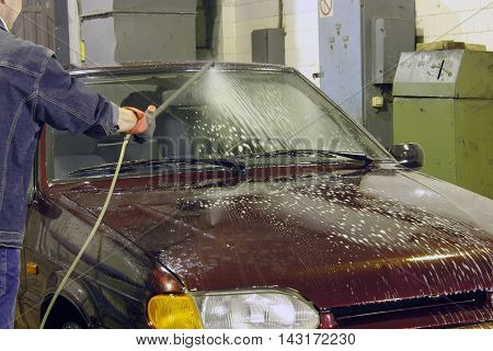 application of shampoo on window of car at the car wash