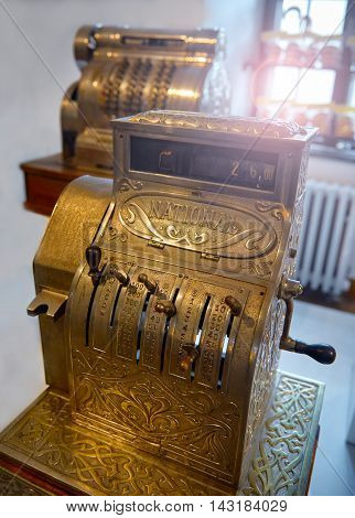 The old mechanical cash register with handle.