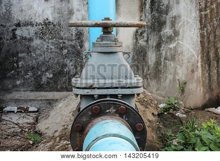 Water valve big The rust Water valve and pipe outside a building