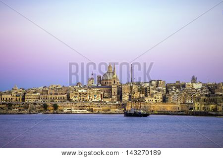 Malta, Valletta - St.Paul's Cathedral at sunset