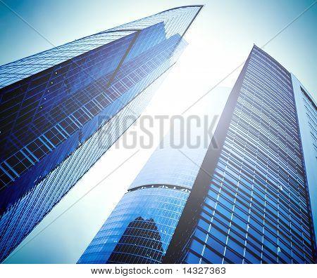 Prospektive Blick auf neue moderne Gebäude Wolkenkratzer des Business Center