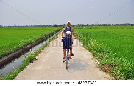 The bycicle trip through the fields of central Vietnam