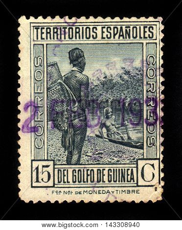 SPANISH GUINEA - CIRCA 1935: A stamp printed in Spanish Territories of the Gulf of Guinea shows local residents on river bank, series, circa 1935