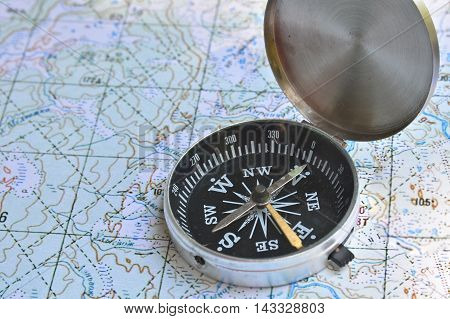 Correct navigation is the key to success. The magnetic compass lies on a topographic map.