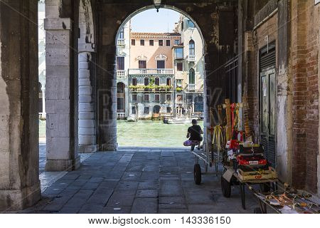 VENICE,ITALY-AUGUST 17,2014:view of hte man looking the Grand canal by the arcade near the Rialto bridge during a sunny day.