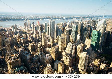 Panorama de la ciudad de Nueva York con altos rascacielos