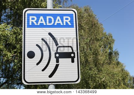 Radar signal and control on a road