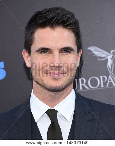 LOS ANGELES - AUG 01:  Robbie Amell arrives to the