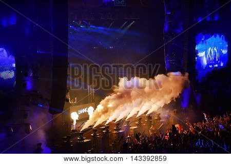 Co2 Smoke Cannons At A Live Concert