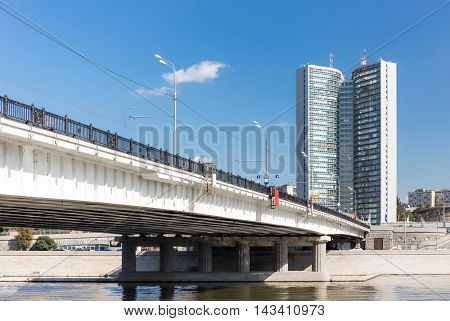 Novoarbatsky bridge and building of the Government of Moscow