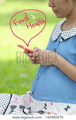 Pregnant women are using smartphones to find out about the babies in food and health.