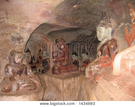 Tunnels With Buddhas In The Hpo Win Daung Caves, Myanmar
