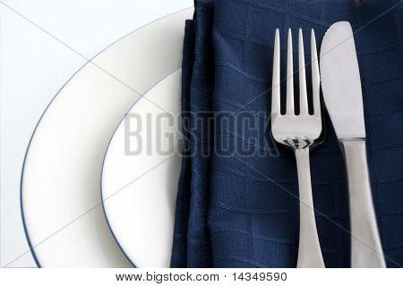 Cubierto con servilleta azul
