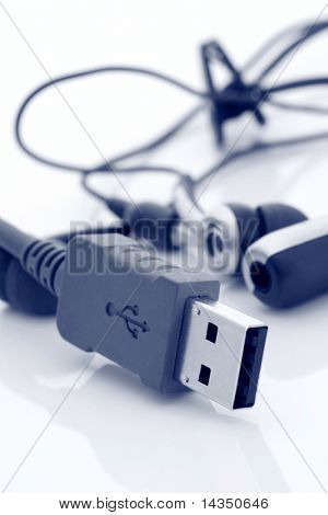 USB cable and cellphone hands-free kit, in blue duotone.