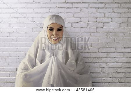 Young Asian Muslim Woman Wearing Hijab Give Smile Face