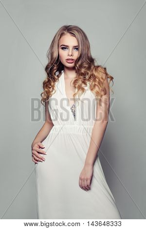 Glamorous Blonde Beauty with white dress. Fashion Portrait