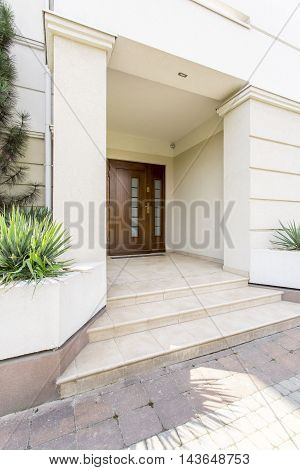Massive Colums To Support Luxurious House Entrance