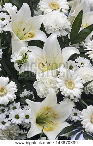 A elegant Bouquet with White lily and gerbera