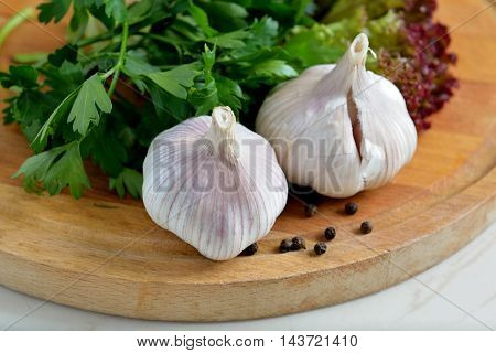 Organic garlic on the wooden background. beautiful picture