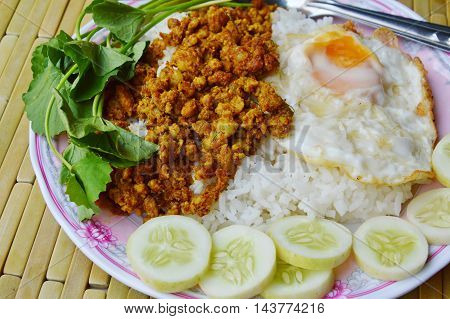 stir fried minced pork with hot yellow curry and egg on rice