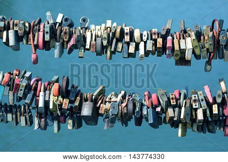 two rows of a large number of wedding locks on the rope