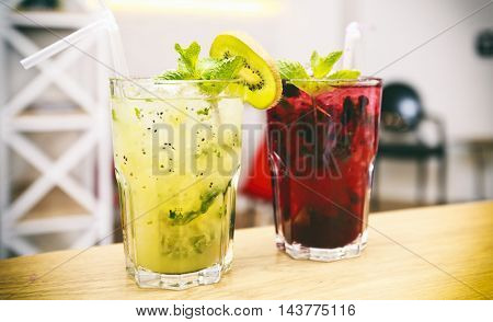 Two coctails on a table