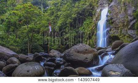 Hidden Waterfall name Pincuni location Indonesia, Sinjai Barat. The waterfalls were recently discovered in the highlands of Sinjai is still very Virgin.