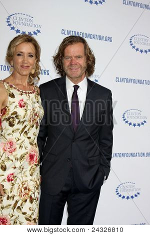 LOS ANGELES - OCT 14:  Felicity Huffman, William H. Macy arriving at the Clinton Foundation