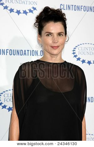 .LOS ANGELES - OCT 14:  Julia Ormond arriving at the Clinton Foundation