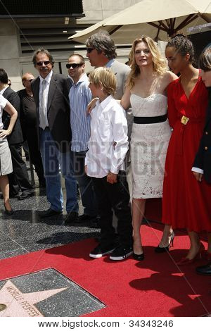 LOS ANGELES - AUG 6: Michelle Pfeiffer, David E Kelley, children Claudia, John as Michelle Pfeiffer was honored with a star on the Hollywood Walk of Fame on August 6, 2007 in Los Angeles, California