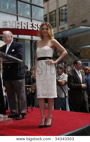 LOS ANGELES - AUG 6: Michelle Pfeiffer  was honored with the 2,345th star on the Hollywood Walk of Fame on August 6, 2007 in Los Angeles, California