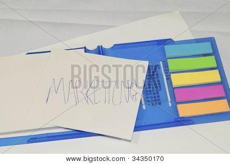Business marketing Strategie-Konzept, stellt Strategie auf Memo Stick Foto