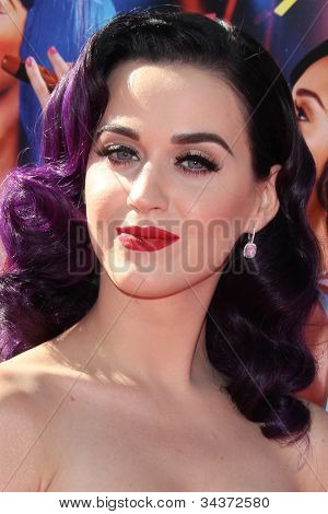 LOS ANGELES - JUN 26:  Katy Perry arrives at the