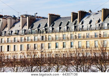 Paris Urban Building On Rue De Rivoli