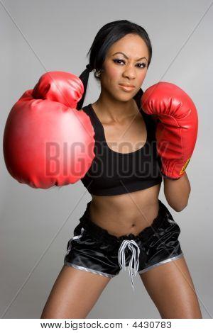Senhora de boxe preto