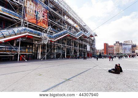 Queue To Pompidou Centre,