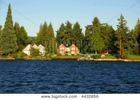 Waterfront Home On Lake Washington