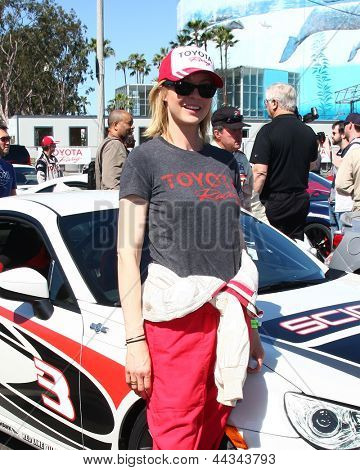 LOS ANGELES - APR 9:  Jenna Elfman at the Toyota ProCeleb Race Press Day 2013 at the Toyoto Grand Prix Circuit on April 9, 2013 in Long Beach, CA