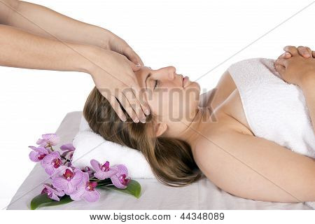 Head Massage At Day Spa By Masseuse