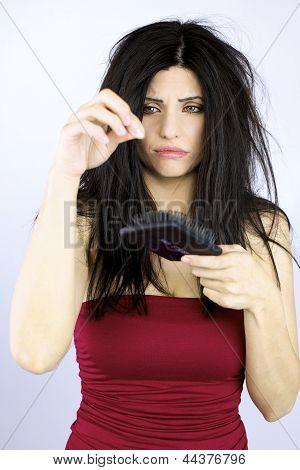Traurig Woman Holding gefallenen Gesundheitswesen Haarprobleme