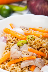 pic of pancit  - pancit canton for merienda or snacks popularize in the Philippines - JPG