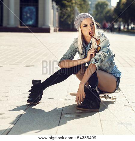 Sensual Skater Girl