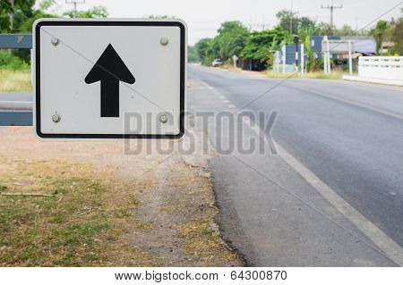 black arrow on White traffic sign