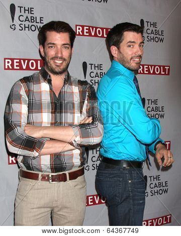 LOS ANGELES - APR 30:  Jonathan Scott, Drew Scott at the NCTA's Chairman's Gala Celebration of Cable with REVOLT at The Belasco Theater on April 30, 2014 in Los Angeles, CA