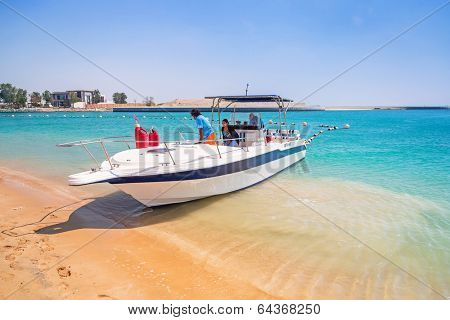 ABU DHABI, UAE - MARCH 28: Yacht for rent on the beach of Khalidiya Palace by Rotana on March 28, 2014, UAE. Rotana Hotel Corporation has 85 properties in 26 cities around Middle East and Africa.