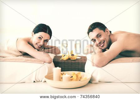 picture of couple in spa salon drinking champagne